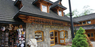 Fashion Street Krupowki 29 - Zakopane's famous shopping avenue